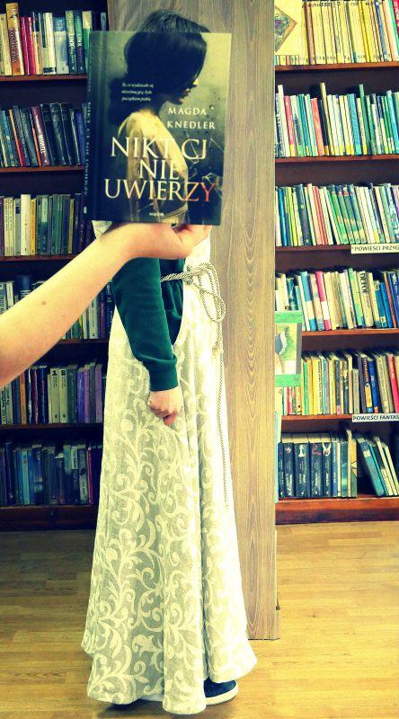 Sleeveface, czyli ubierz się w książkę
